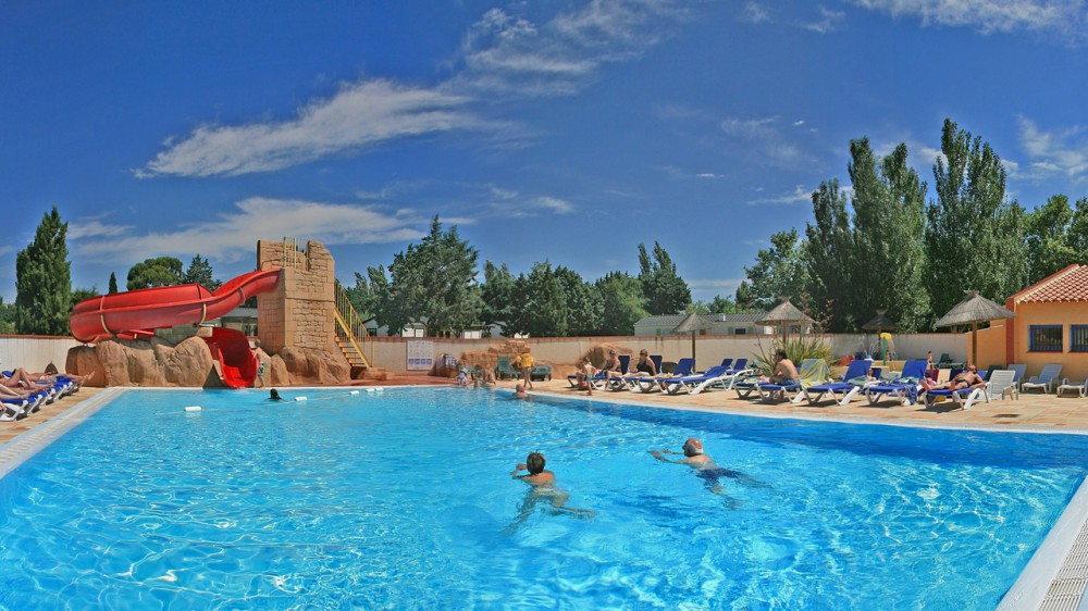 Camping le roussillon saint cyprien pyr n es for Camping toulouse piscine